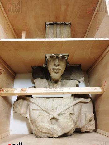 تمثال للملك أخناتون