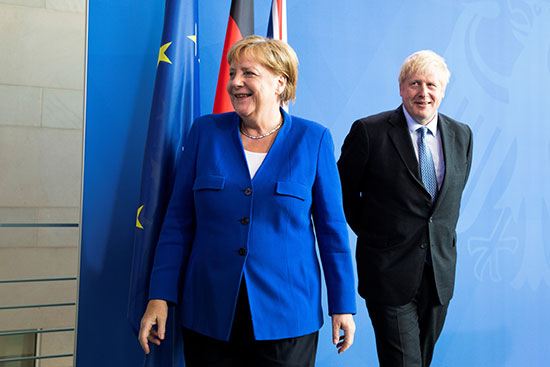 جونسون فى المستشاريه الالمانية برفقة ميركل