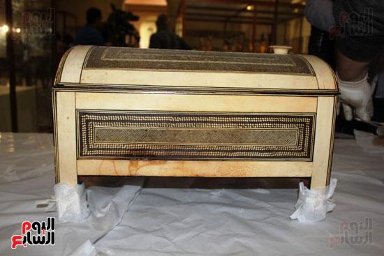 صندوق من مقتنيات الملك توت عنخ آمون
