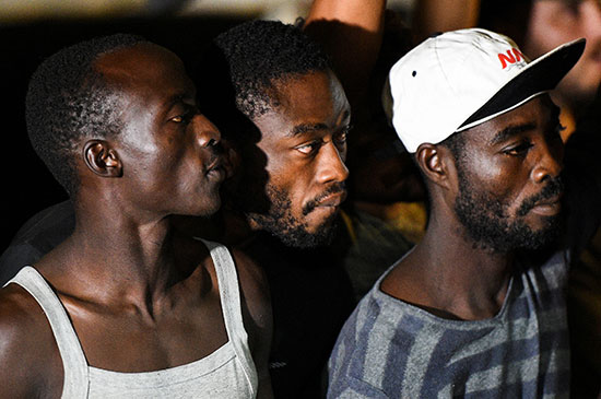 عدد من المهاجرين الأفارقة