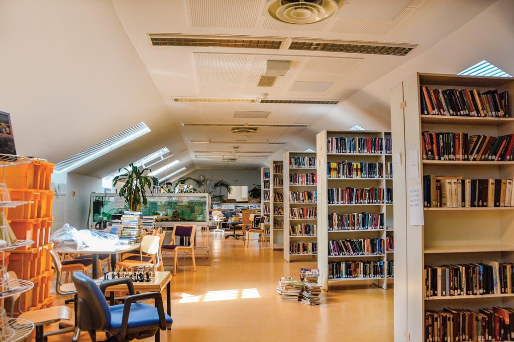 مكتبة بسجن مفتوح بفنلندا