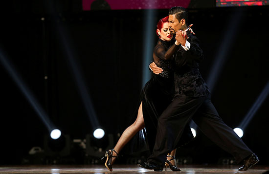 2019-08-22T001709Z_1513399502_RC1AB0230AF0_RTRMADP_3_ARGENTINA-TANGO-STAGE-FINAL