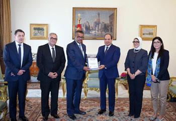الرئيس-السيسى-يتسلم-تقرير-منظمة-الصحة-العالمية-عن-مبادرة-100-مليون-صحة--(3)