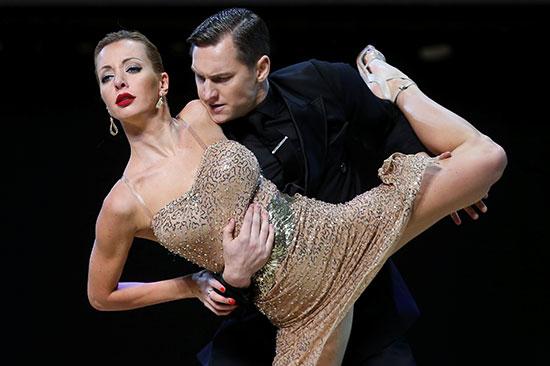 2019-08-22T003239Z_56943978_RC1B5059CEB0_RTRMADP_3_ARGENTINA-TANGO-STAGE-FINAL