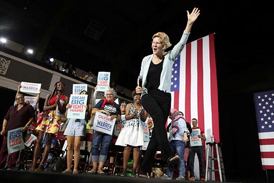 المرشحة للرئاسة الأمريكية إليزابيث وارن