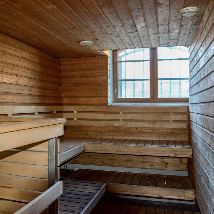 زنزانة حشبية