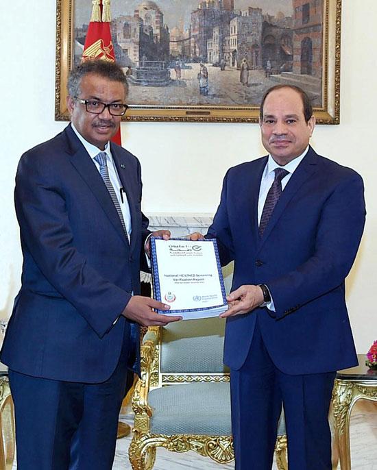 الرئيس-السيسى-يتسلم-تقرير-منظمة-الصحة-العالمية-عن-مبادرة-100-مليون-صحة--(1)