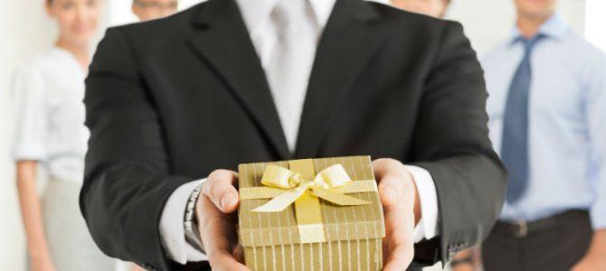 نصائح لتقديم الهدية للمدير  (1)