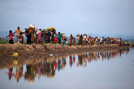 لاجئون الروهينجا يواصلون طريقهم بعد عبورهم من ميانمار إلى بالانغ خالي