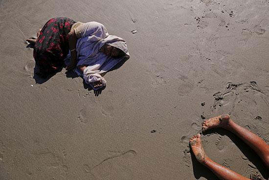 لاجئون الروهينجا ينهارون من الإرهاق