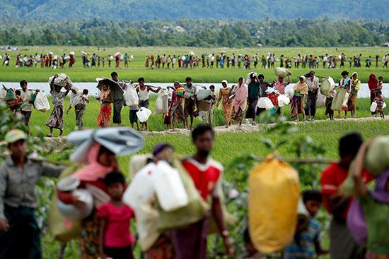 لاجئون الروهينجا الذين عبروا الحدود من ميانمار قبل يومين
