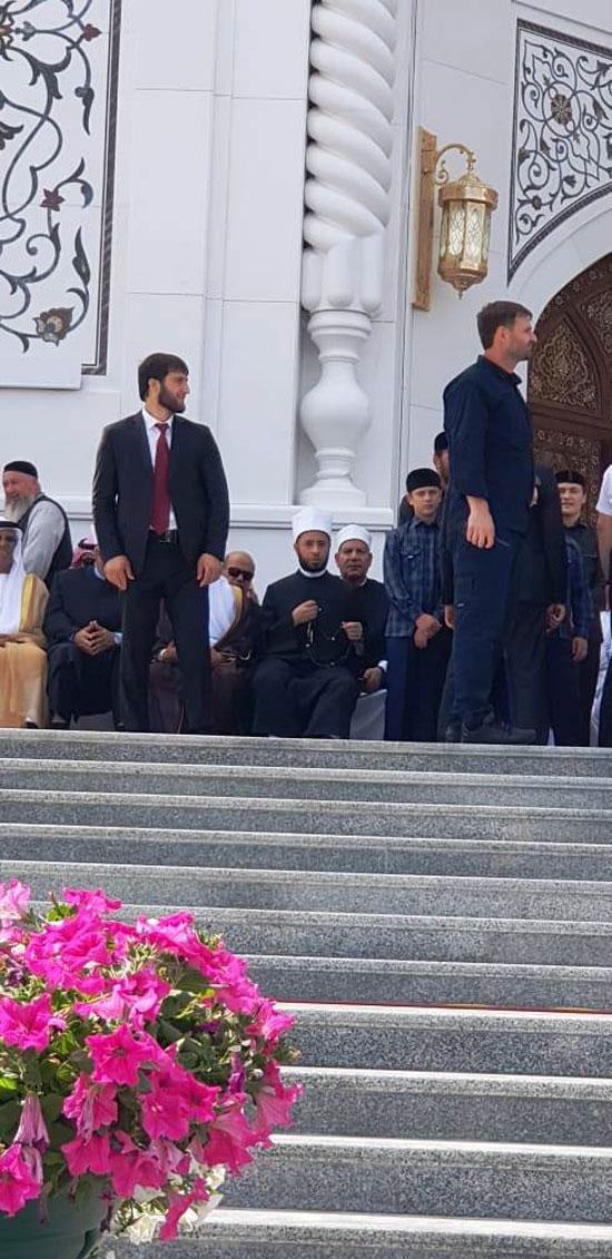 رئيس الشيشان يبكى خلال افتتاح أكبر مسجد بأوربا فى ذكرى والده (7)