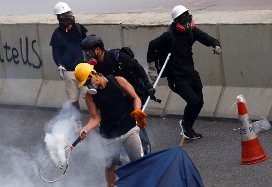 تبادل إطلاق الغاز المسيل للدموع