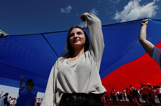 احتفالات بيوم العلم الروسى