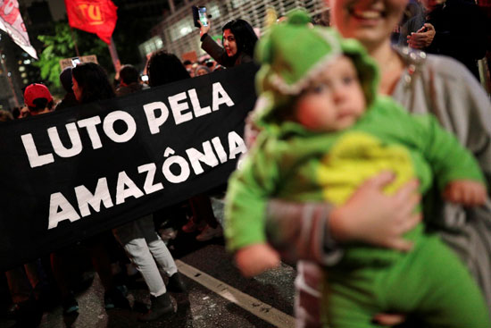 2019-08-23T230116Z_1787965923_RC18EA64E320_RTRMADP_3_BRAZIL-ENVIRONMENT-PROTESTS