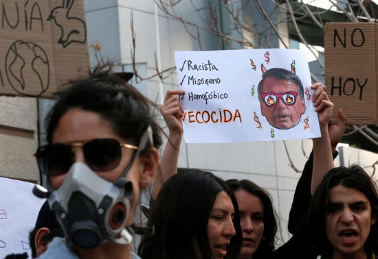 2019-08-23T231153Z_86489618_RC1D3EACF890_RTRMADP_3_BRAZIL-ENVIRONMENT-PROTESTS-CHILE