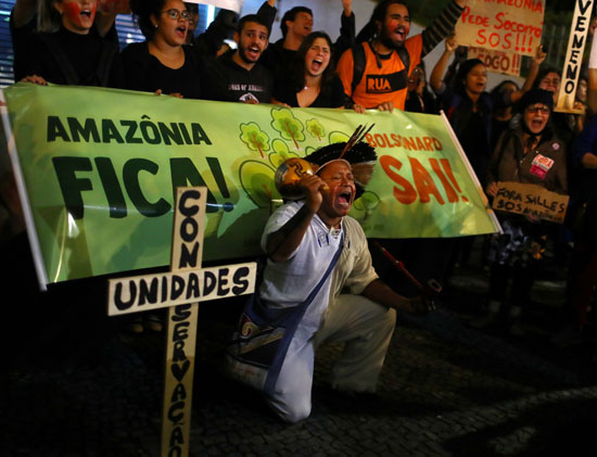 2019-08-23T225050Z_568642999_RC1577DF80B0_RTRMADP_3_BRAZIL-ENVIRONMENT-PROTESTS