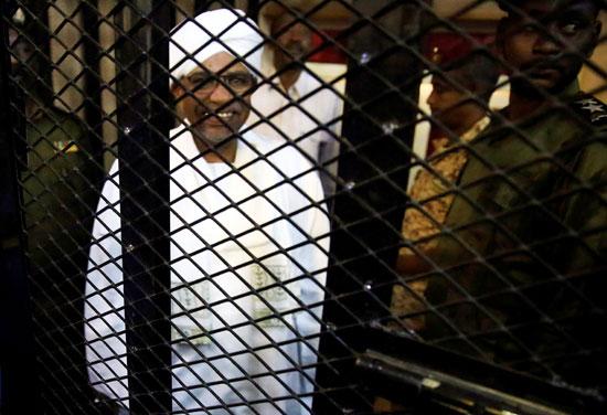 عمر البشير خلال محاكمته