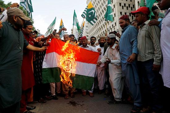 59428-احراق-العلم-الهندى