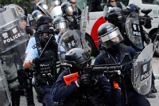 صدامات عنيفة بين شرطة هونج كونج والمحتجين