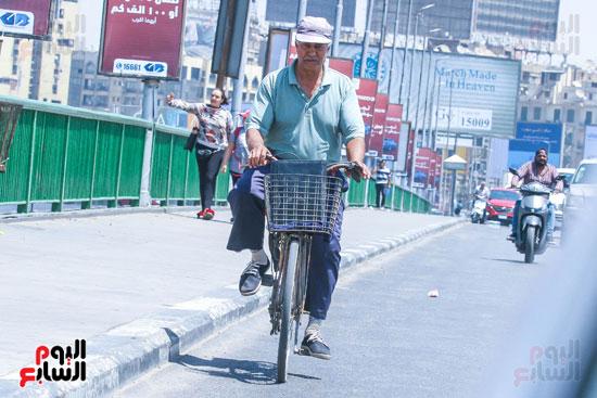 الدراجة احدي وسائل المواصلات البسيطة