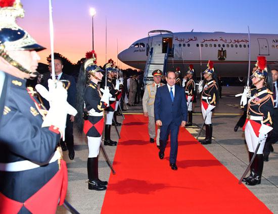 الرئيس السيسى يصل بياريتز (4)