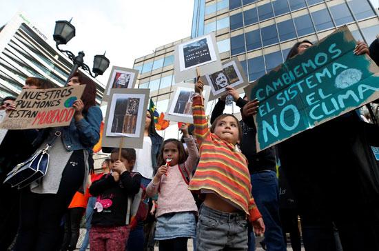 أطفال يشاركون فى الاحتجاج