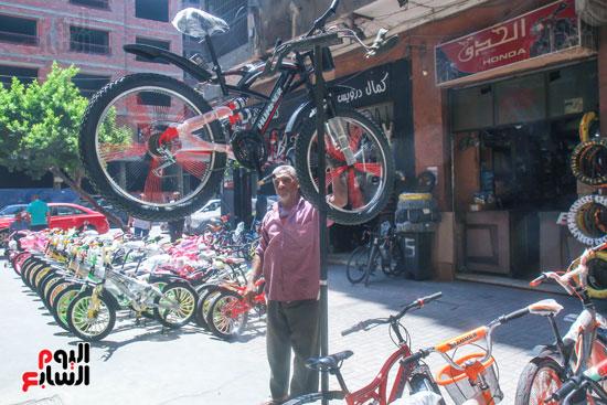 احد ي الدراجات الحديثة المتطورة