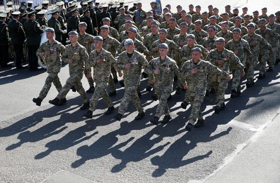 استعراض عسكرى من الجنود