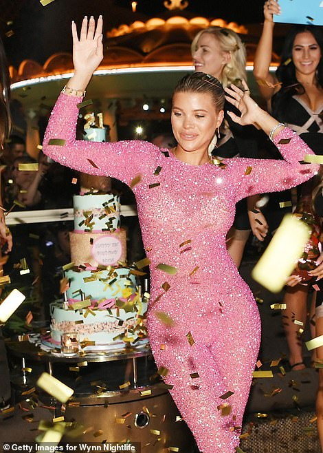 احتفال صوفيا ريتشي بعيد ميلادها الـ 21 (5)
