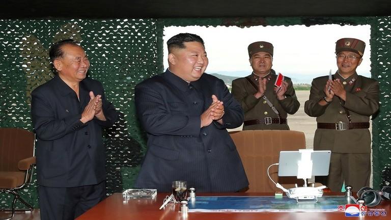 زعيم كوريا الشمالية عقب إنتهاء التجربة