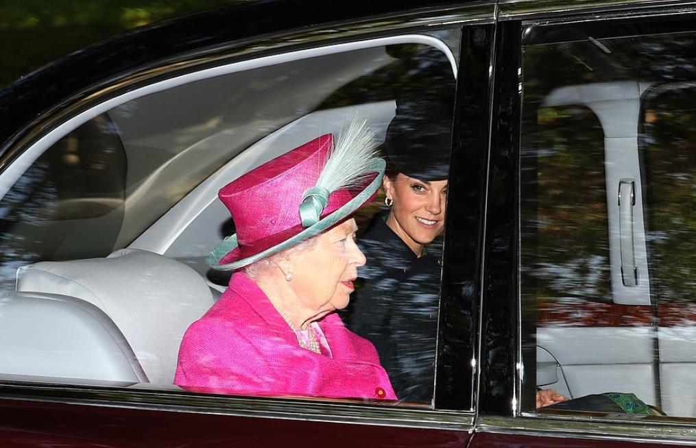 كيت والملكة