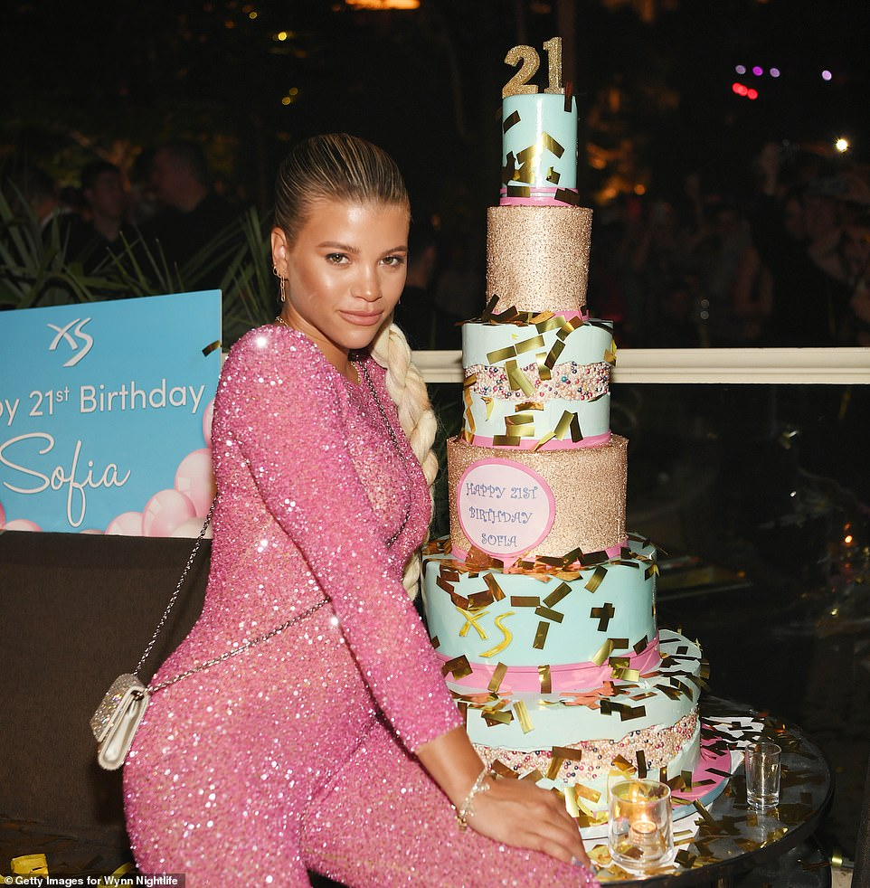احتفال صوفيا ريتشي بعيد ميلادها الـ 21 (12)