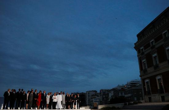 الصورة التذكارية التى يشارك فيها الرئيس السيسى