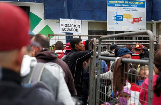 جانب من احتشاد الفنزويليين عند المعبر