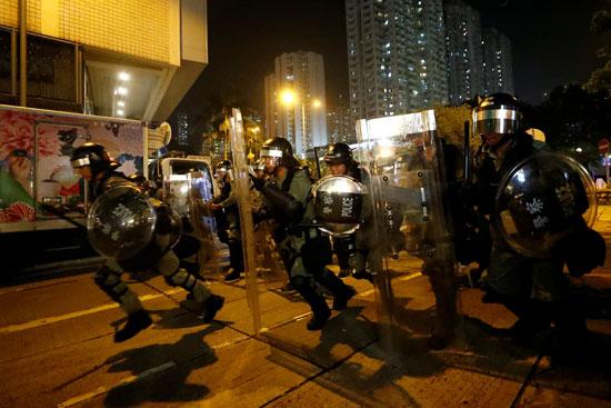 عناصر الشرطة فى هونج كونج