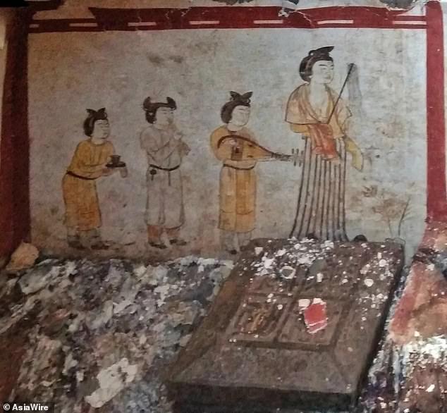 المقبرة المكتشفة داخل قبر صينى  (2)