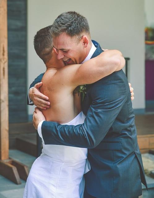 العريس وصديقه