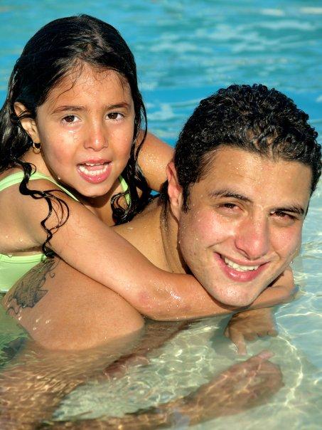 65062-احمد-الفيشاوى-وابنته-لينا-فى-المياه