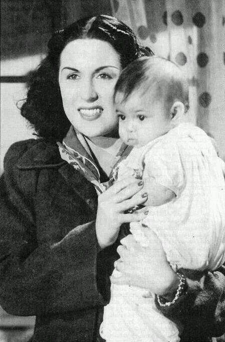 ليلى مراد وابنها زكى فطين عبد الوهاب
