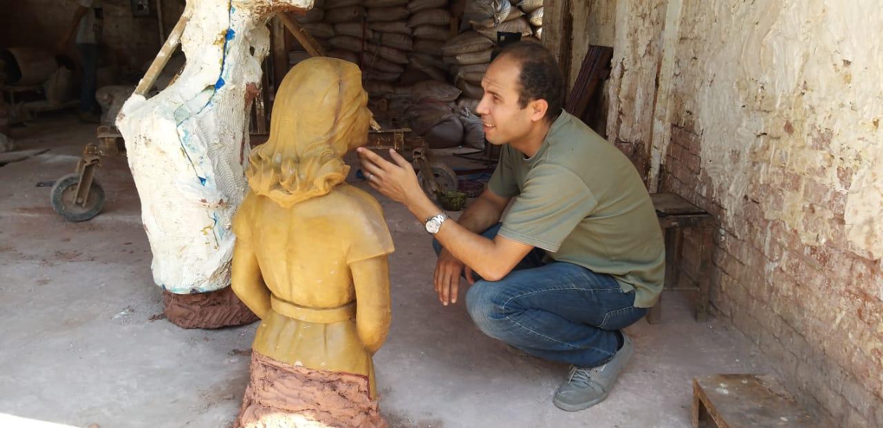تمثال ليلى مراد خلال نحته (5)