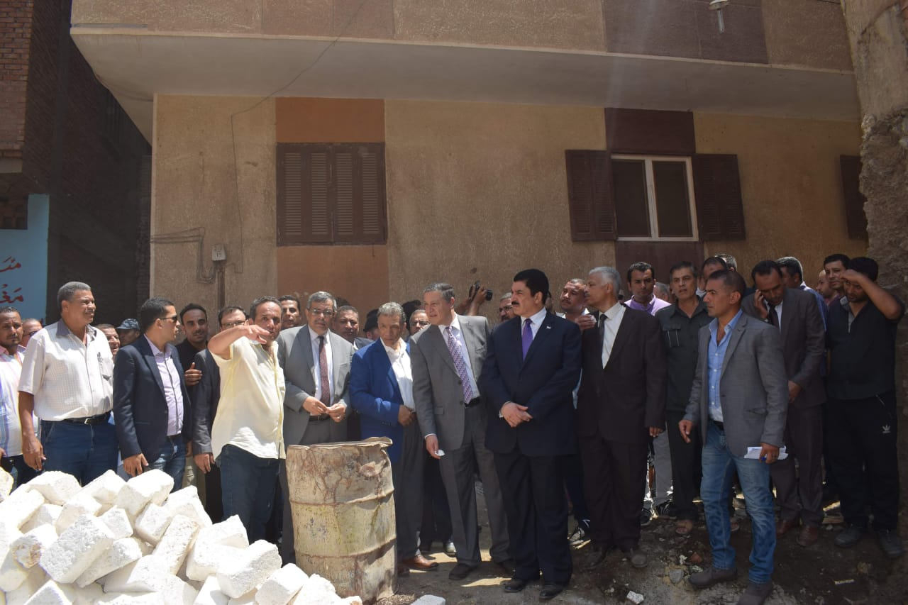 محافظ القليوبية ورئيس جامعة بنها يتفقدان مشروع تطوير قرية كفر فرسيس (7)