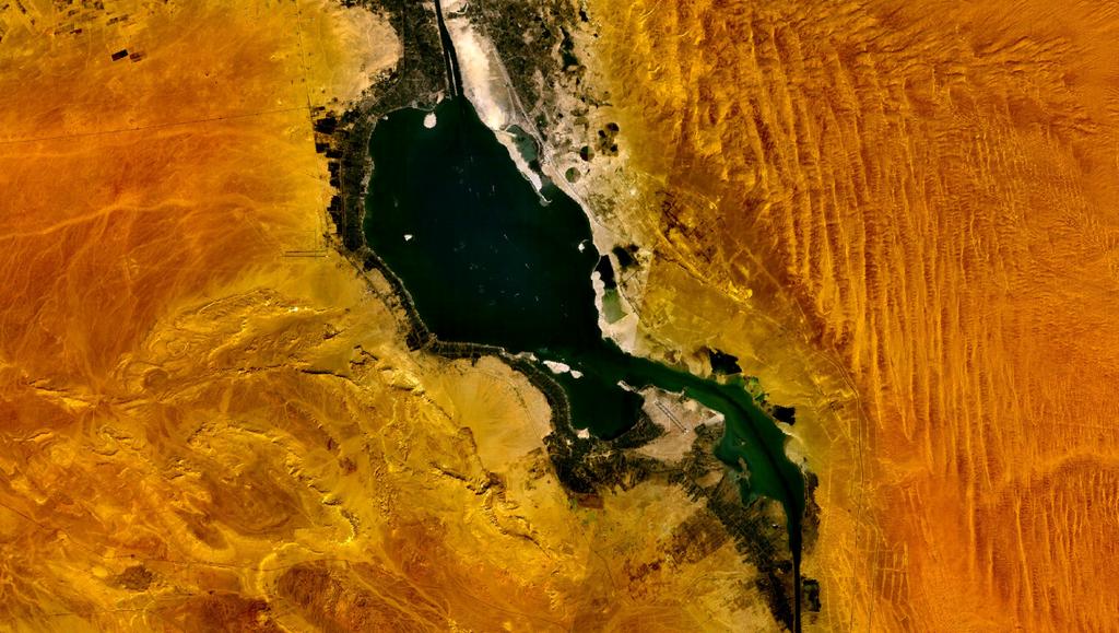 البحيرات المرة (1)