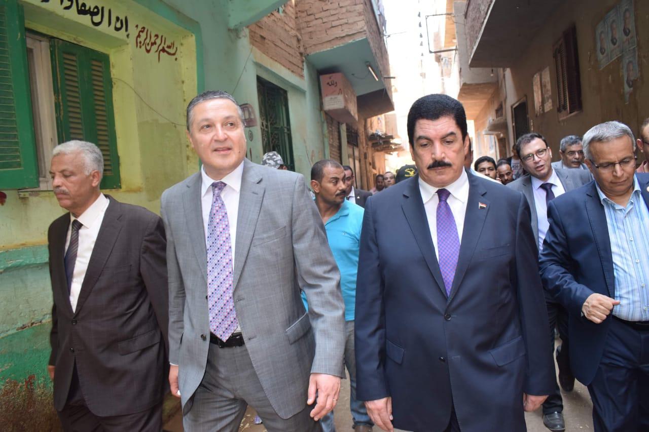 محافظ القليوبية ورئيس جامعة بنها يتفقدان مشروع تطوير قرية كفر فرسيس (2)