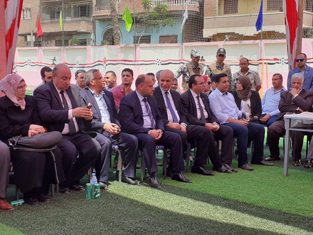 محافظ القليوبية ورئيس جامعة بنها يتفقدان مشروع تطوير قرية كفر فرسيس (5)