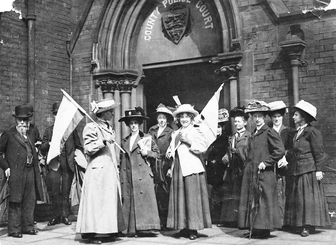 مناضلات بريطانيات ينادون بحق المرأة في التصويت عام 1911