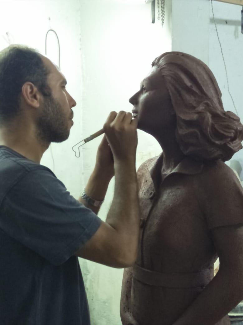 تمثال ليلى مراد خلال نحته (3)