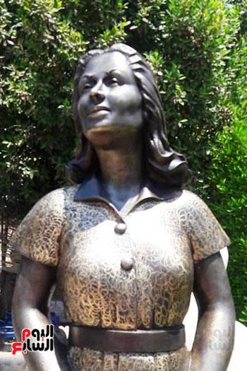 تمثال-ليلي-مراد-بشاطئ-الغرام-في-مطروح-(1)