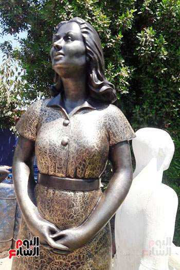 تمثال-ليلي-مراد-بشاطئ-الغرام-في-مطروح-(5)