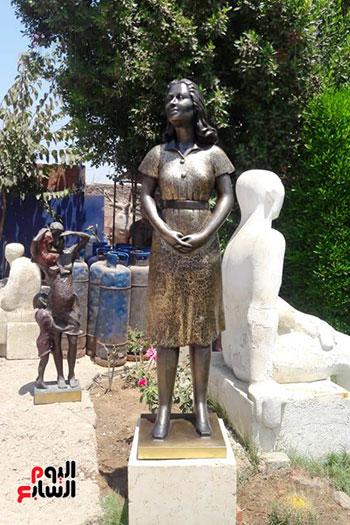 تمثال-ليلي-مراد-بشاطئ-الغرام-في-مطروح-(2)